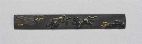 nieznany, Płytka przednia (ji-tai) z kodzuka z przedstawieniem tygrysa i lamparta