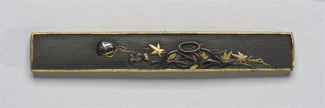 nieznany, Kodzuka (rękojeść nożyka) zdobiona motywem gałęzi, żołędzi i liści.