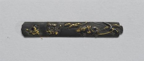 nieznany, Fragment wierzchniej płytki (ji-taj) z kodzuka z przedstawieniem odpoczywających rycerzy