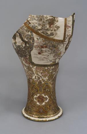 nieznany, Wazon z dekoracją kwiatową i figuralną