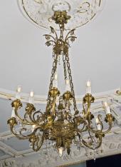Żyrandol kryształowy w stylu Ludwika XVI