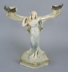 Podstawa pod lustro w formie kobiety opartej o pień drzewa z liśćmi i gronami winnymi