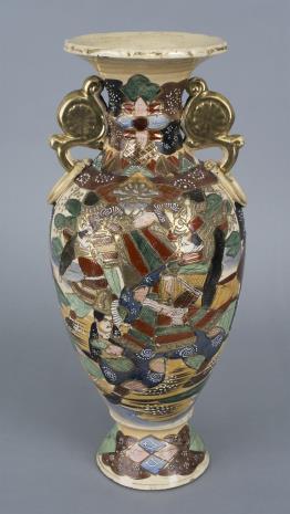 nieznany, Wazon z dekoracją figuralną i kwiatową