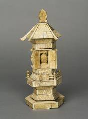 Przenośna kapliczka domowa w kształcie małej pagody