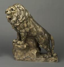 Lew z marmuru