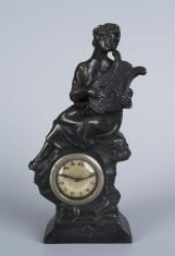 Zegar z postacią kobiecą