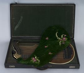 Cytra harfowa z motywem drewnianej muszli
