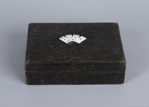 Karty do pasjansa dwie talie w skórzanym pudełku