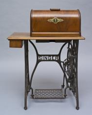 Maszyna do szycia ze stołem