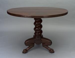 Stół okrągły z nogami w formie łap