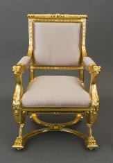 Fotel w stylu empirowym