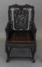 Fotel rzeźbiony