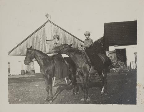 nieznany, Kobiety na koniach