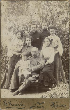 S. Sanecki, Portret grupowy