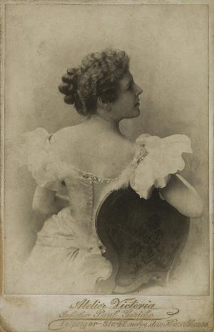 Victoria, Nelly Brown