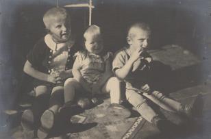 Troje dzieci. Halina, Maria i Marcin Bułhakowie