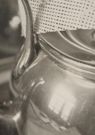 Aleksander Krzywobłocki, Montaż fotograficzny (z fragmentem czajnika)