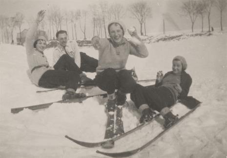 Aleksander Krzywobłocki, Portret grupowy na śniegu 1929