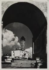 Grodno. Widok na wieżę straży ogniowej od schodów Pierackiego