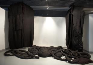 Zespół Czarnych Form Organicznych / Set of Black Organic Forms