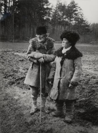 Józef Szymańczyk, Dwaj chłopi w kożuszkach na tle lasu