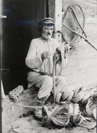 Józef Szymańczyk, Chłop na progu wykonujący łapcie