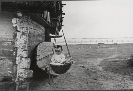 Józef Szymańczyk, Dziecko w wiszącej kołysce