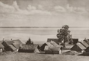 Wieś Nanosy nad jeziorem Narocz