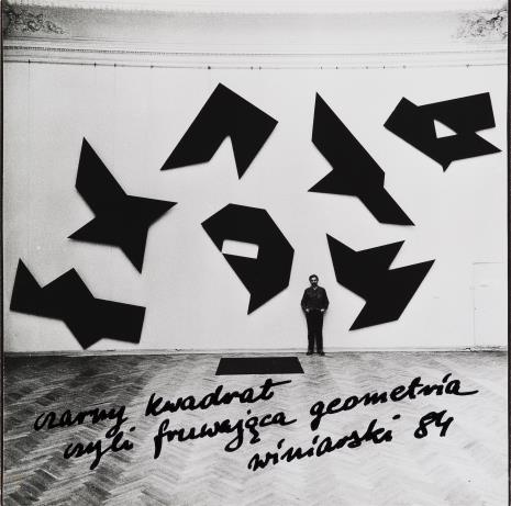 Ryszard Winiarski, Czarny kwadrat czyli fruwająca geometria