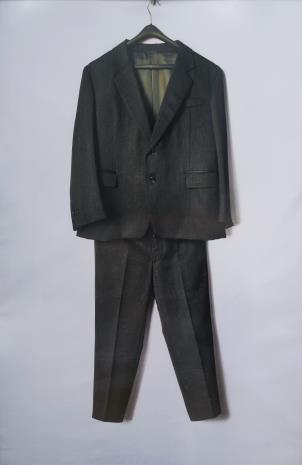Jadwiga Sawicka, Czarny garnitur, z cyklu: Ubrania