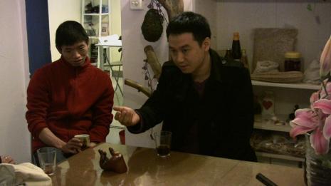 Antje Majewski, Południowe Chiny: Gliniany dzbanek w kształcie ludzkiej ręki (Ręka do herbaty) [South China: The Clay Teapot in the Shape of a Human Hand (The Tea Hand)]