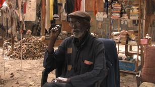 Muszla. Konwersacja pomiędzy Issą Sambem i Antje Majewski, Dakar 2010 [La coquille. Conversation entre Issa Samb et Antje Majewski, Dakar 2010]