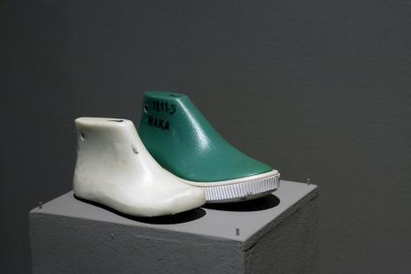 Robert Rumas,   Emotikon. Kopiści butów