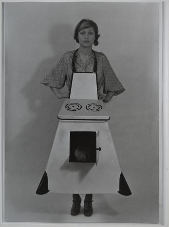 Birgit Jürgenssen, Fartuch kuchenny gospodyni domowej
