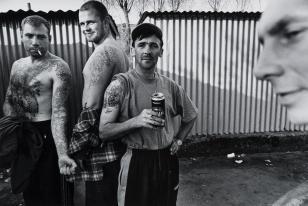 Mężczyźni z ulicy Przetocznej, z cyklu: Przedmieścia Gdańska, 1997-2004