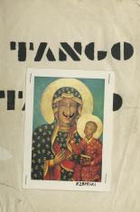 """Na pionowej kartce papieru znajduje się powielony czarną czcionką napis """"Tango"""". Dodatkowo w centralnej części kartki zszywkami doczepiona jest reprodukcja obrazu Matki Boskiej Częstochowskiej z dorysowanymi czarnym flamastrem wąsami i podpisem Rzepecki."""