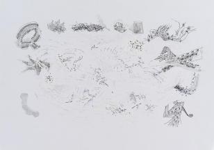 Na białym tle kartki  linie czarnym pisakiem, niebieskim długopisem i ołówkiem rysują abstrakcyjne kształty, tworzące na środku kształt przypominający chmurę.