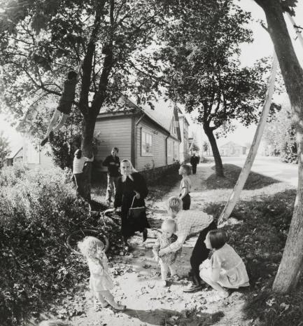 Antanas Sutkus, Z cyklu Lato we wsi Salakas (1) [Iš ciklo Vasara Salake, 1]
