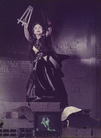 Mireille Suzanne Francette Porte ORLAN, Czarna dziewica z białą i czarną sztalugą