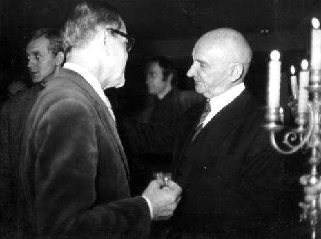Z prawej Henryk Stażewski, w głębi z lewej strony Bogusław Balicki (artysta plastyk, plakacista)