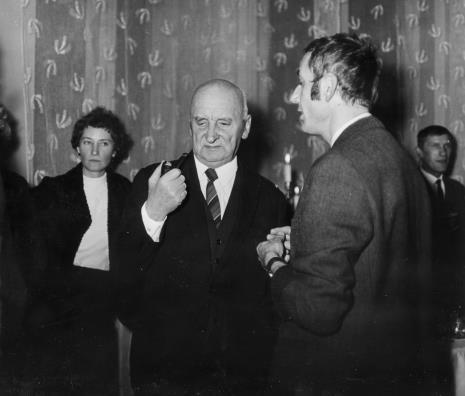 Od lewej Magdalena Abakanowicz, Henryk Stażewski, Wiesław Borowski (Galeria Foksal w Warszawie), Wiesław Garboliński (malarz, prezes ZPAP w Łodzi)