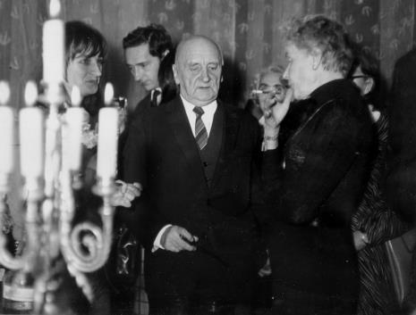 W środku Henryk Stażewski i Teresa Tyszkiewicz