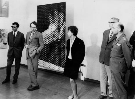 Od lewej sekretarz ambasady francuskiej, Alain Jacquet, R. Krzystoforska, Zbigniew Ciekliński (Konserwator Zabytków), płk. dr med. Cyryl Jan Mackałło