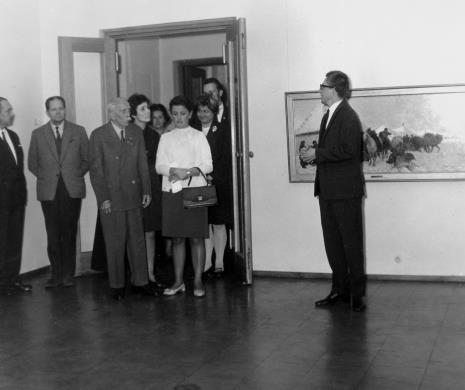 Od lewej Ryszard Brudzyński (wicedyrektor MSŁ), Władysław Cichocki (Dział Naukowo - Oświatowy), Adam Szmidt (weteran Rewolucji 1905 roku, emerytowany woźny ms od przedwojnia), M. Klimek, Teresa Kmiecińska-Kaczmarek (Dział Naukowo - Oświatowy), dyr. Ryszard Stanisławski