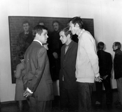 Od lewej dr Jacek Ojrzyński (Dział Dokumentacji Naukowej), Janusz Zagrodzki (Dział Grafiki i Rysunku Nowoczesnego), Jerzy Weinberg (Dział Naukowo - Oświatowy)