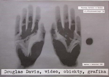 [Plakat] Douglas Davis. video, obiekty, grafika […]