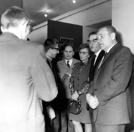 od lewej x, dyr. Ryszard Stanisławski, red. Jerzy Lessmann (Express Ilustrowany), Zofia Włodarczykowa (KŁ PZPR), x, Edward Kaźmierczak (przewodniczący Rady Narodowej m. Łodzi)