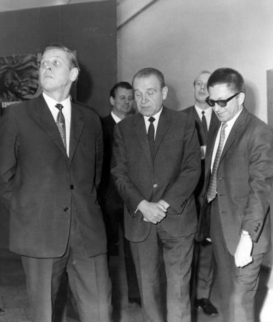 Od lewej x, Edward Kaźmierczak (przewodniczący Rady Narodowej w Łodzi), dyr. Ryszard Stanisławski