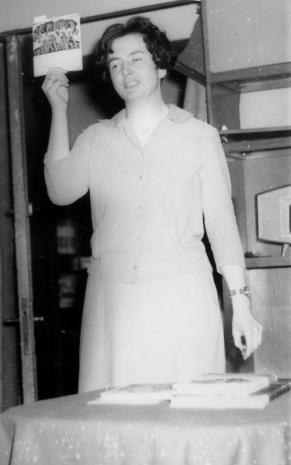 Janina Ojrzyńska (Dział Naukowo - Oświatowy) podczas odczytu