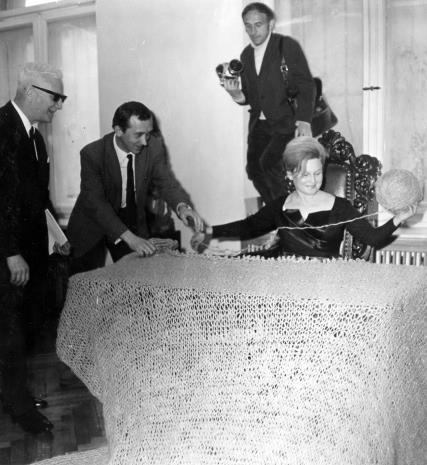 Od lewej x, Tadeusz Witold Wolański, W. Parys, Anna Łabęcka (Dział Sztuki Nowoczesnej)